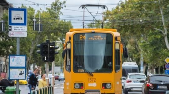 Új villamosvágány épül a Soroksári út és a Haller utca csomópontjában, változik a közúti és a közösségi közlekedési rend