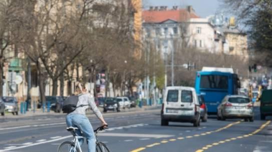 Milyenek az új kerékpársávok? A BKK a közlekedők véleményére kíváncsi